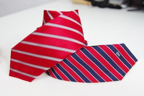 Krawatten gewebt