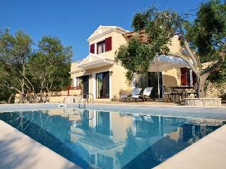 Luxury maisonette for sale. It is 100 sq.m. It consists of two bedrooms, sitting room, a fully equipped kitchen and two bathrooms.  It is located in Gaios of Paxos island