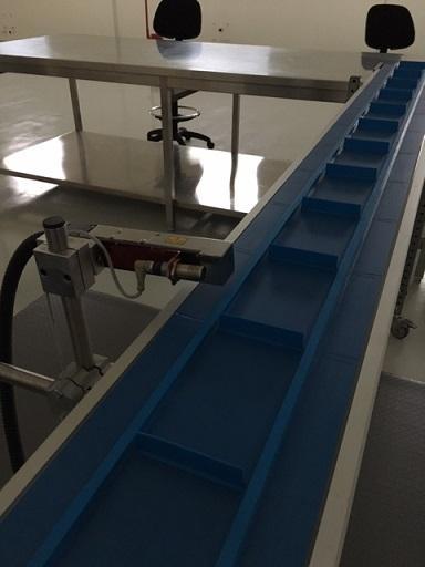 nastro trasportatore dedicato per la codifica a ink-jet dei dati variabili su contenitori e astucci