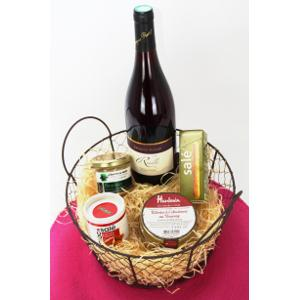 Example of our gourmet box for having a typical French appetizer from Loire Valley : red wine Reuilly, fish spread, traditional terrine and savoury biscuits