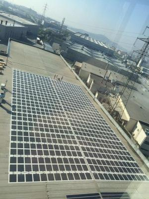 Flat roof PV installation with Solarion M210p