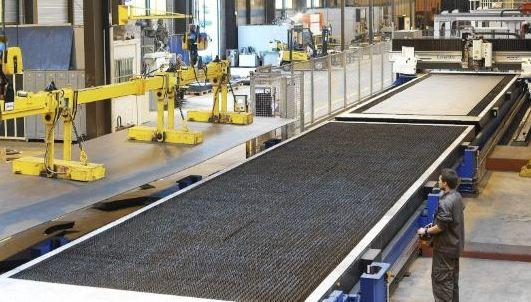 XXL CO2 laser on Lasermat with Shuttle table