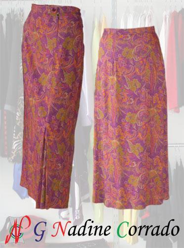 Long skirt woman