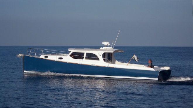 Range Boat est un bateau de plaisance de 12m à très haut rendement de propulsion, capable de navigations semi-hauturières, aux qualités marines exceptionnelles.