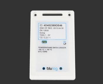 The blulog datalogger records, stores and transmits wirelessly temperature in a given location every 10 minutes.