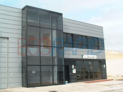 Estructura de acero modular ECORAPID para centro productivo con zona de oficinas. Nave metálica y forjado desmontable y con marcado CE. Naves idóneas para exportación.