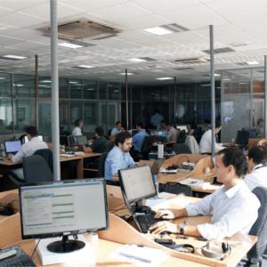 Colocamos à sua disposição dos nossos clientes uma equipa de 80 profissionais altamente qualificados, organizados por núcleos de competência setorial.