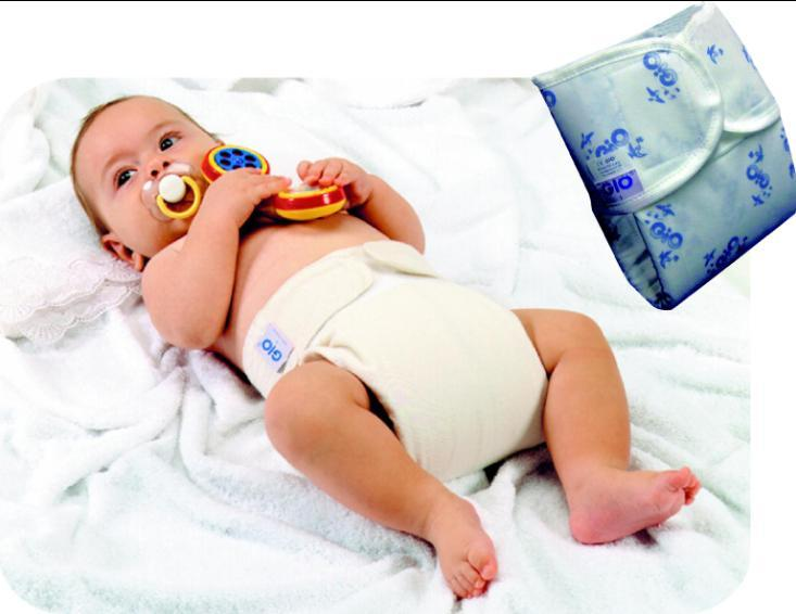 The Giò Corrective Nappy promotes a prompt and easy separation of a baby's limbs while they are still developing. It also encourages correct maturation at the hip joint even with a late ossification.