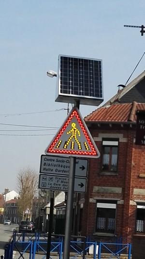 Panneau renforcé LED avec alimentation solaire