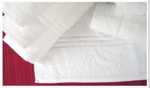TOWEL - 100% COTTON TERRY WHITE BLEACHED WITH FANCY BORDER: Count/Constn:10/s 16/s 20/2, GSM: 550 Size in cm: 80x160, 70x140, 50x100, 30x50 or as required. Price fob: 0.431/pc. unitraco65@gmail.com