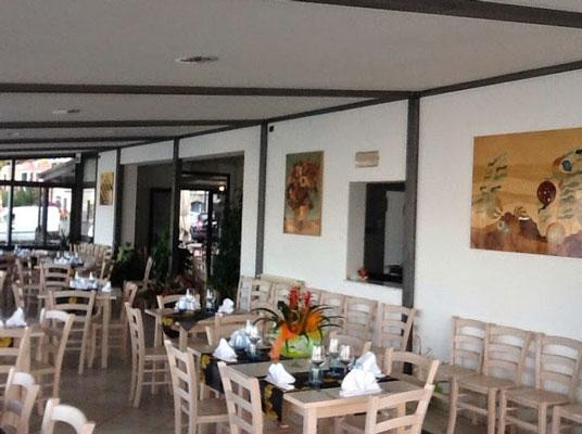Sala del ristorante vista mare