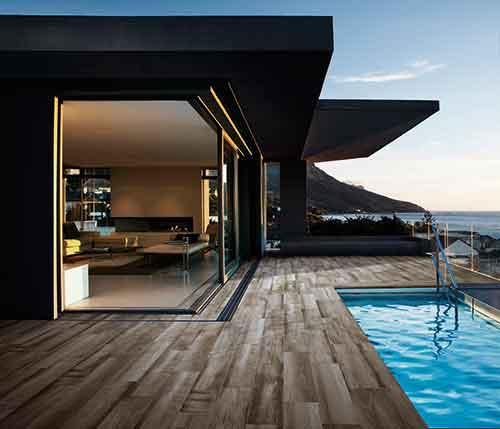 Natura se presenta en 3 colores cálidos. El exclusivo borde de piscina NATURA en formato 28x66,5 es una óptima  solución para exteriores de piscina.