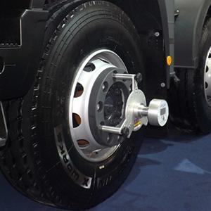 Effettuate in pochi minuti le misure di campanatura, incidenza, convergenza e allineamento di camion, rimorchi e molto altro. Risparmiate fino al 6% di carburante con il nuovo Teknel Laser Liner.