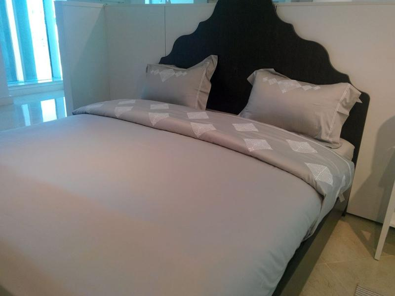 Lustrous sheet set cotton sateen featuring a  finished with hand embrodery Bicolore.