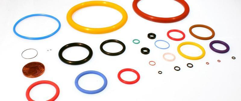 Wir liefern ca. 30.000 verschiedene O-Ringabmessungen ab Lager. So wie Anfertigungsware aus über 10.000 verfügbaren Werkzeugen. Kleinmengen- oder Großserienproduktion aus allen bekannten Werkstoffen