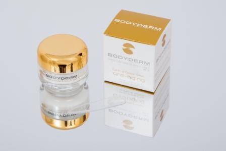 Crema para el contorno de ojos que hidrata, protege y alisa las líneas de expresión.  SPF 15