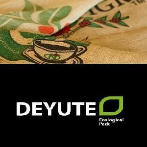 Disponemos de una amplia gama de arpillera reciclados procedentes del café y del cacao. También disponemos de estocaje de sacos de sisal, un saco 100% natural más resistente y rudo.