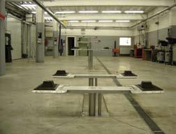 Diverse hefbruggen ingebouwd in de vloer, JAB Becker hefbruggen met verschillende opname mogelijkheden. Piston hefbruggen of Zuigerhefbruggen zijn bijzonder populair in nieuwbouw, neem weinig plaats