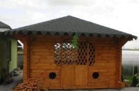Gazebo BB04-02 Solid timber. Has a simple structure and a complex solid roof. Log dimensions 120x120 interconnected perpendicular