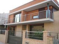 Ventanas de aluminio, mallorquinas, puerta de garaje, vallas de acero inoxidable, barandas para balcón...