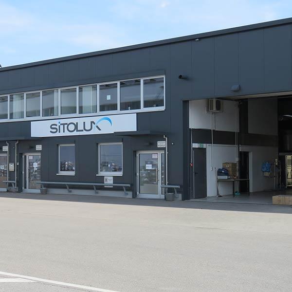 Eingangsbereich der SITOLUX GmbH in Rottenburg. Tor zur Produktionshalle.