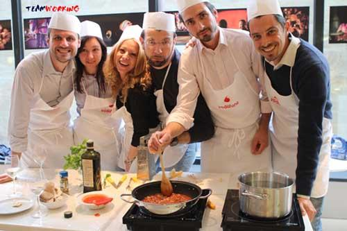 Discover all the varieties of Team Cooking! Pasta Cooking, Pizza Cooking, Sushi Making, Finger Food Factory, Cocktail Challenge, Wine Games, Choco Making, Cake Design and more!