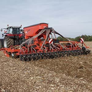 La technique du Strip Till permet de ne préparer que la future ligne de semis pour les cultures de type Maïs,Tournesol,Colza et Betteraves et limite l'érosion et la réduction de l'évaporation d'eau.