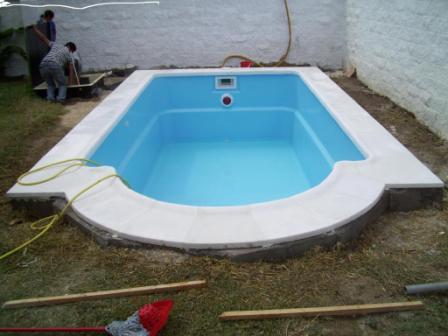 casco piscina de  6 x 3 en forma romana y una profundidad de 1.23 a 1.61