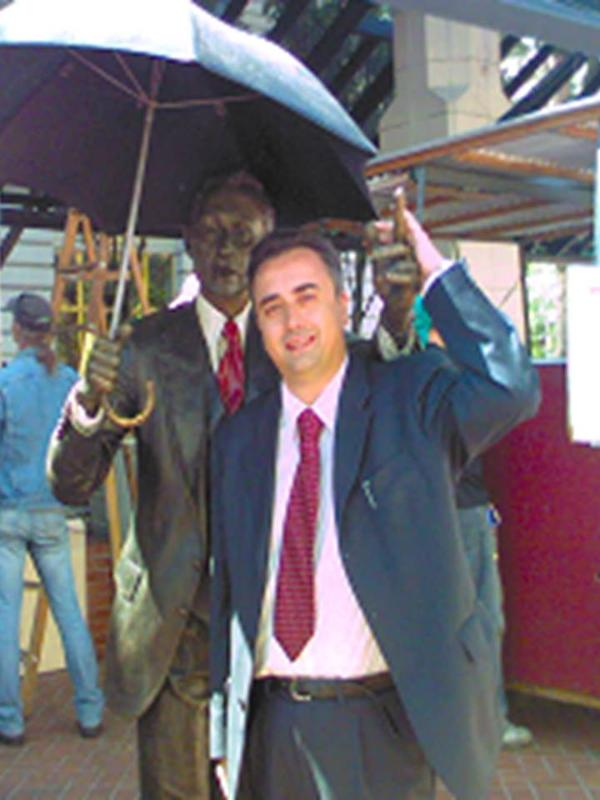 con l'uomo con l'ombrello di Portland in OREGON (USA)