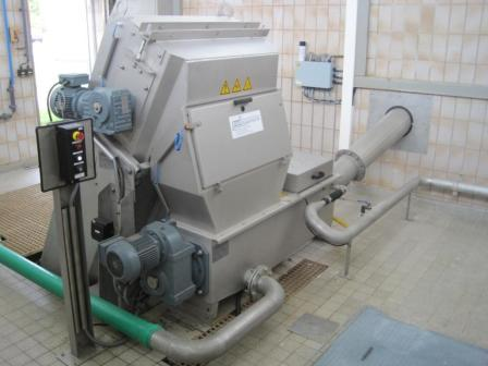 Multiple Rake Screen PWL ProCat with 3 mm slot opening - combined with a PWL screenings wash-compactor at an municipal WWTP. http://pwl-anlagentechnik.de/en/products/screens-and-spiralsieves
