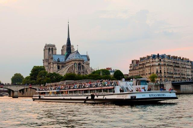 Sightseeing cruise boat at the level of Notre Dame Cathedral