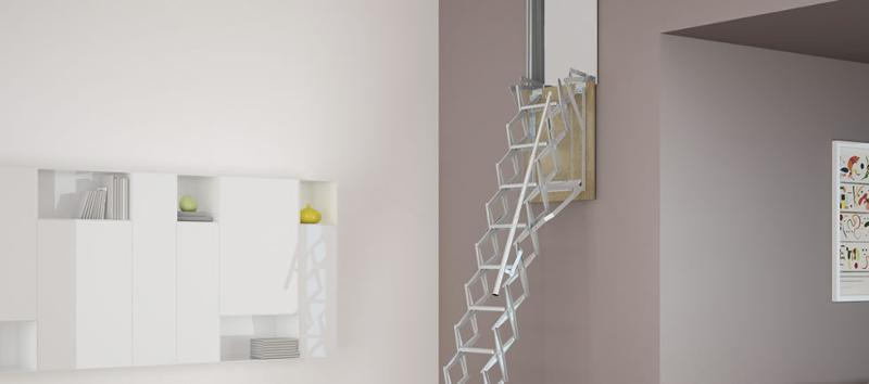 La scala retrattile a parete realizzata in lamiera stampata zincata e con molle ammortizzatrici per facilitare l'apertura e la chiusura