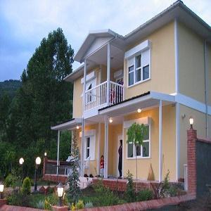 Prefabrik ile tek katlı ya da çok katlı yapılar inşa etmek mümkündür.Prefabrik ile, evler, sosyal tesisler, okullar, şantiye yapıları, hastaneler, kamp alanları,ve benzeri alanlarda kullanılmaktadır.
