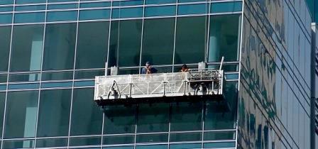Trabajos en altura: Limpieza de cristales edificio