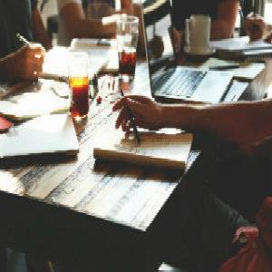 Traductores, redactores y consultores, lingüistas y periodistas que han llegado al equipo por su experiencia, excelente formación y probado interés en la evolución del lenguaje y de la comunicación.