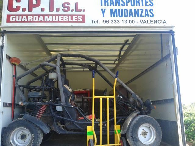 Camión, grúa mudanzas y transportes en Valencia. Desmontaje, montaje, transporte, mudanza hogar o empresa económico en Valencia. Mudanzas y transportes CPT