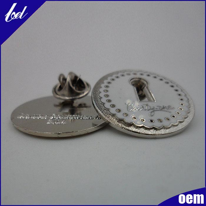 Size :25mm.   Thickness: 1.5mm,    Metal: zinc alloy plated silver color .   Backing: butterfly clip, MOQ: 500pcs  High quality with competitive price.The quality is controlled by professional team