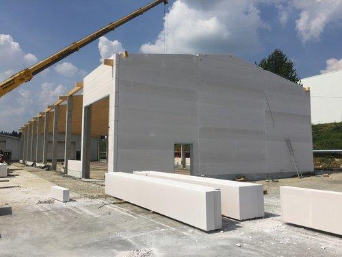 an Beton-Holzkonstruktion