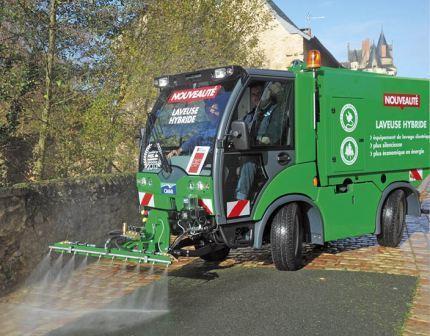 Véhicule de nettoyage électrique pour centre ville. Laveuse électrique pour entretien centres villes.