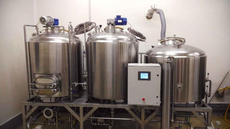 The range of brewhouse beer realized accord-ing to the user's needs. We realize continuous and batch systems, both steam circulation or diathermic oil.