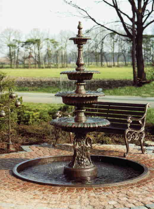 Brunnen und Sitzbank aus Schmiedeeisen