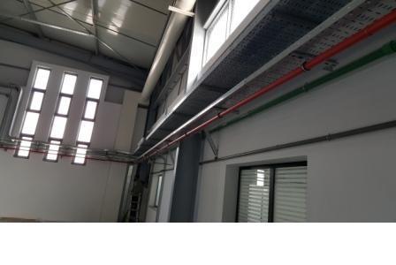 vue sur mouvement des chemins de câbles dans la salle de produit fini dans l'usine de confection TLS groupe ZANIER sise à la zone industrielle d'essahline gouvernorat de Monastir Tunisie.