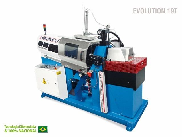 This Die Casting machine is Unique in her category. Capable of 19T of clamping force, this equipment can reach in order of 850 cycles per hour, with high quality finishing.