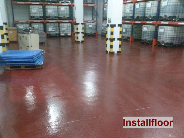 suelo de resina epoxi en almacén
