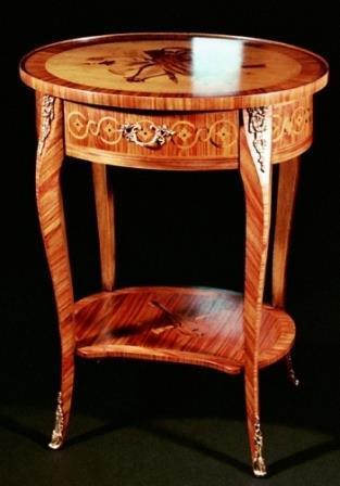 Tavolino Stile Luigi XV Mod.VIOLINO in bois de rose,palissandro,acero,pero,legni di colore per l'intarsio. Cassetti incastro a coda di rondine. Lucidatura con gomma lacca a tampone e cera d'api.
