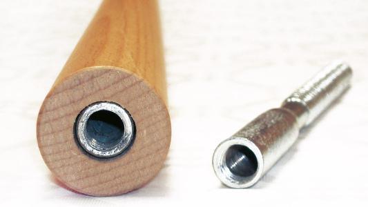 Holzrundstäbe mit fertig montierter Stockschraube