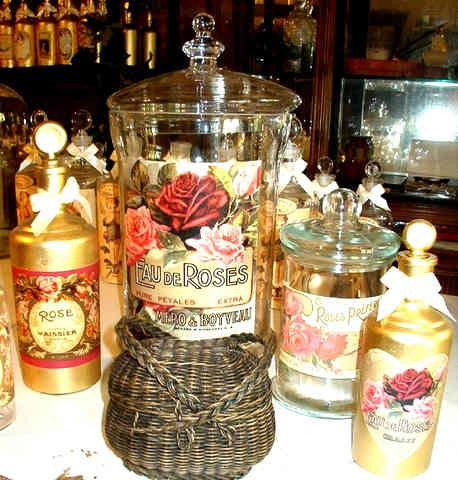 Création Tief, créateur de flaconnage verre  décoratifs d'époque. Vente de bocaux verre décorés eau de rose,  vente bocaux verre  décoratifs pour eaux florales. Tel. : + (33) (0)2 35 93 47 20