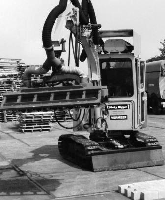 We are proud to state that Hans van Nifterik is the inventor of the first paver laying machine with vacuum technology.
