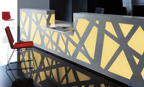 Espectacular recepción con luz interior regulada en color, cadencia e intensidad por mando a distancia ideal para espacios oscuros. Su sistema modular permite que se adecue a cualquier tipo de espacio