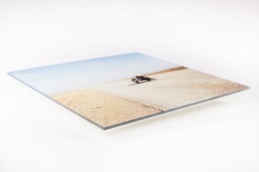 Impressions sur papier numérique. Montage sous plexiglas brillant  4 mm. Dos plexiglas 3 mm.
